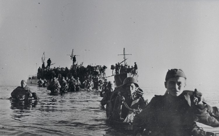 Soldiers of the 109th Rifle Division landing on the island of Saaremaa, located within the West Estonian archipelago.jpg